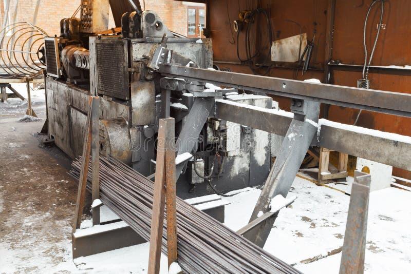 Rebar e máquina do dobrador do corte do aço de reforço fotografia de stock royalty free