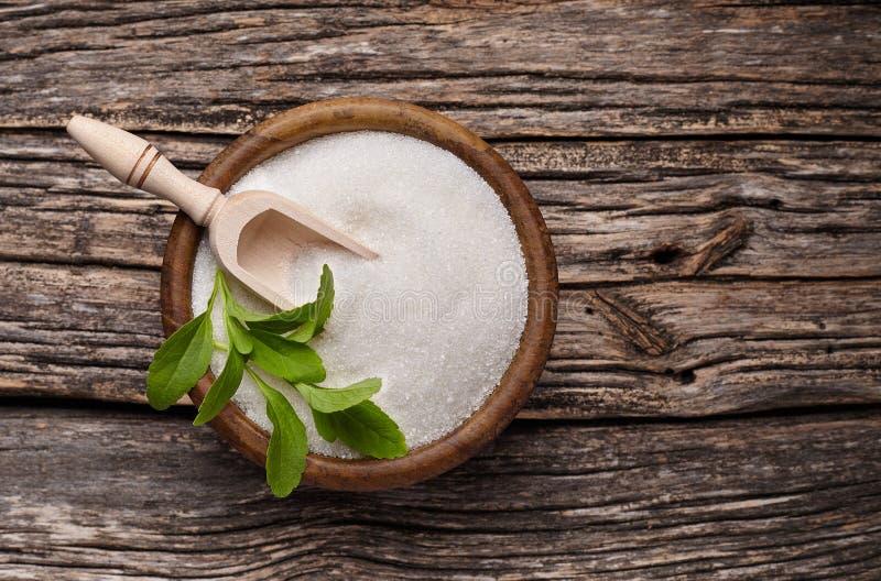 Rebaudiana do Stevia, substituto doce do açúcar da folha no woode imagem de stock