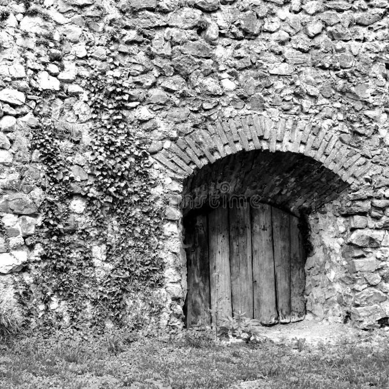 Rebecca 36 Cortile della chiesa fortificata medievale Cristian, la Transilvania immagini stock