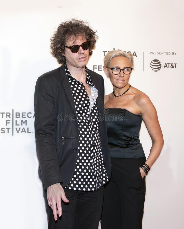 Rebecca Gould bij de Première van 'het neemt Krankzinnig 'bij het de Filmfestival van Tribeca van 2019 royalty-vrije stock afbeelding