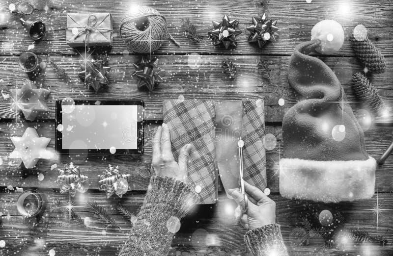 Rebecca 36 Natale preparando, il regalo del nuovo anno, consegna, ordinante, regali, online celebrazione, vigilia, sorpresa fotografie stock libere da diritti