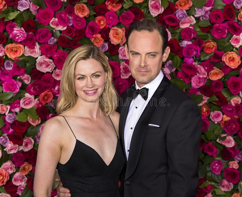 Rebecca Night en Harry Hadden-Paton bij 2018 Tony Awards stock afbeeldingen