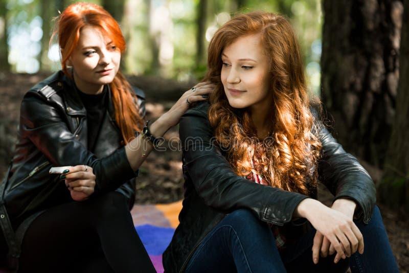 Rebels meisje en lesbische vriend stock fotografie