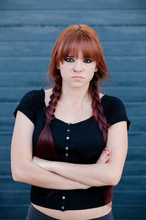 Rebels tienermeisje met rood haar stock afbeeldingen