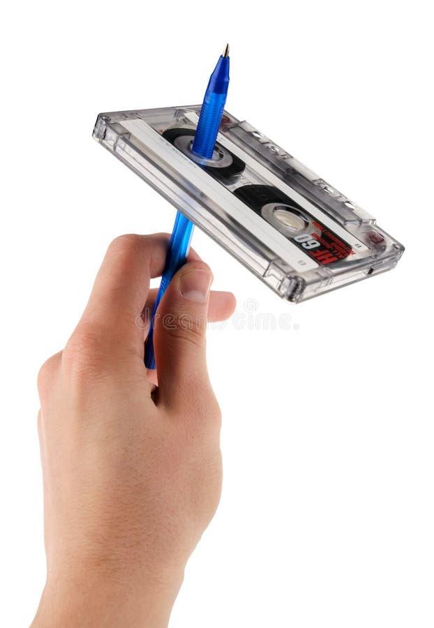 Rebobinage d'enregistreur à cassettes d'isolement sur le fond blanc images libres de droits