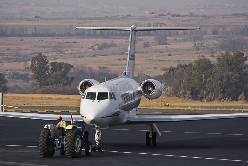 Reboque & estacionamento do avião