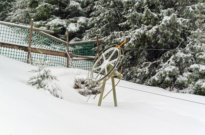 Reboque o elevador na pista do esqui em Sonnenberg na região das montanhas de Harz, Alemanha foto de stock royalty free
