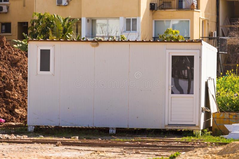 reboque Provisório  casas para o trabalhador perto do lugar da construção foto de stock royalty free
