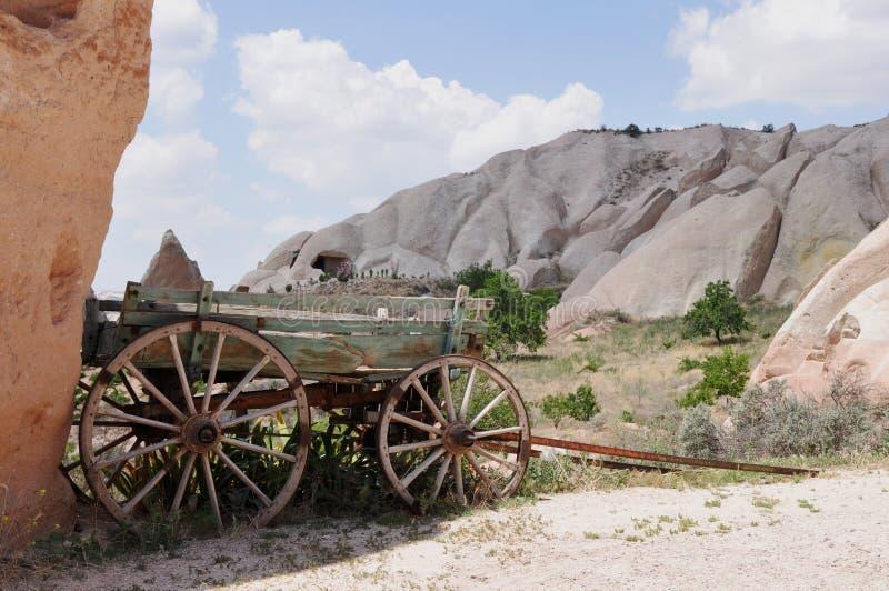 Reboque velho da exploração agrícola - Rose Valley vermelha, Goreme, Cappadocia, Turquia imagem de stock royalty free