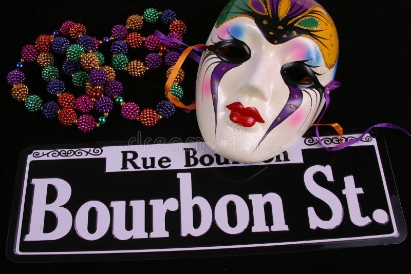 Rebordea una máscara y una calle de Bourbon fotografía de archivo libre de regalías