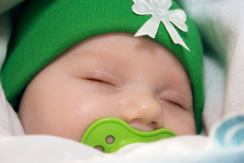 Download Recém-nascido imagem de stock. Imagem de verde, bedtime - 16872263