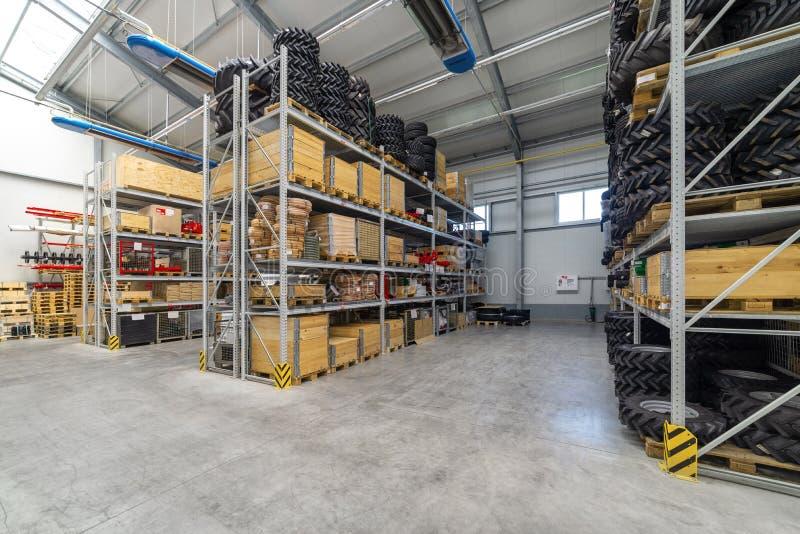Recambios del almacén de la fábrica Almacenamiento y distribución de componentes imagen de archivo