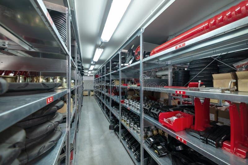 Recambios del almacén de la fábrica Almacenamiento y distribución de componentes fotografía de archivo libre de regalías