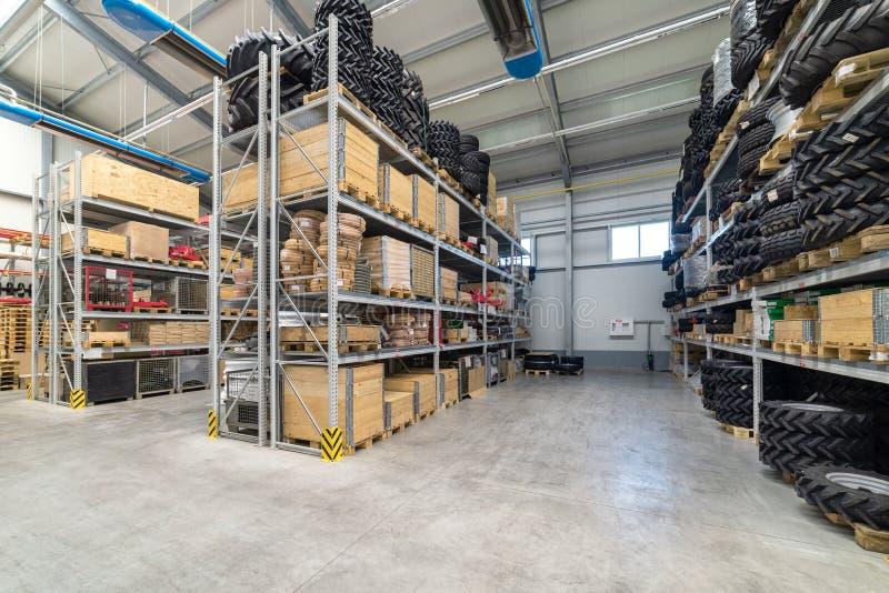 Recambios del almacén de la fábrica Almacenamiento y distribución de componentes fotos de archivo