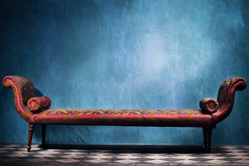 Recamie in blauwe ruimte stock afbeelding