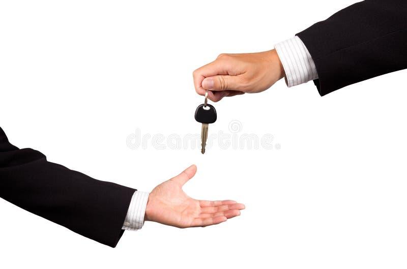Recebendo a chave do carro fotografia de stock