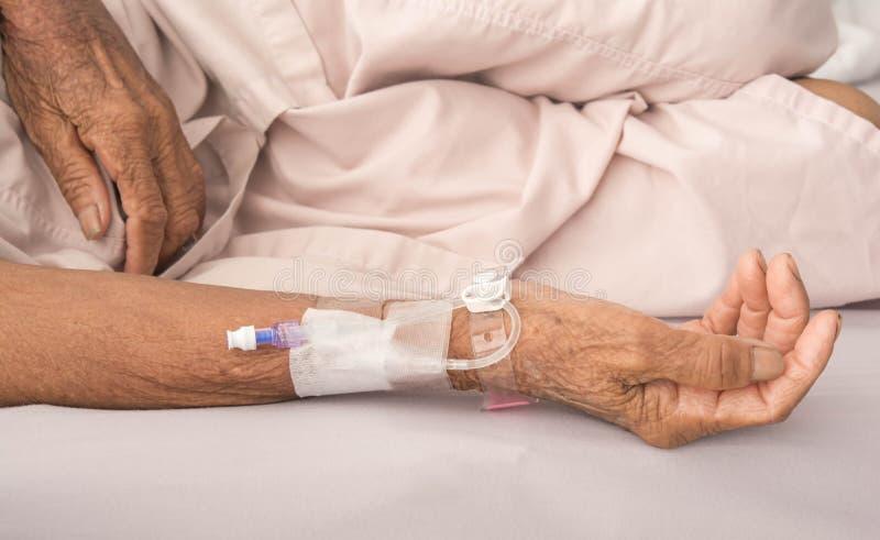 Recebendo o sangue nos pacientes fotografia de stock