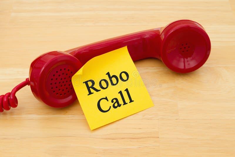 Recebendo uma chamada de um Robocall imagens de stock