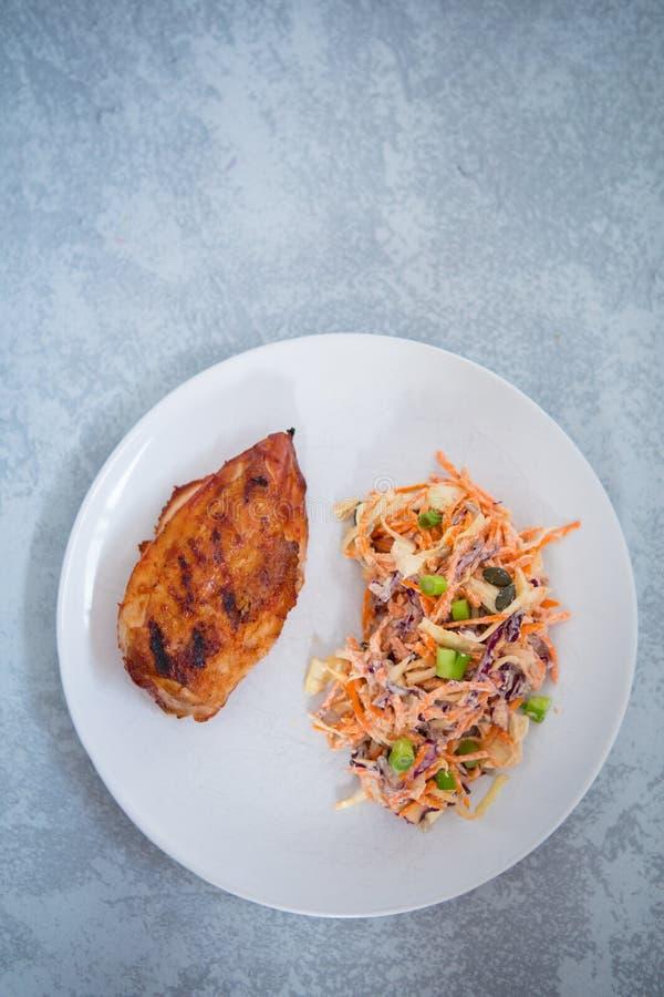 Receita da salada de frango imagens de stock