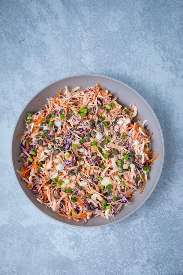 Receita da salada de repolho do vegetariano imagens de stock royalty free