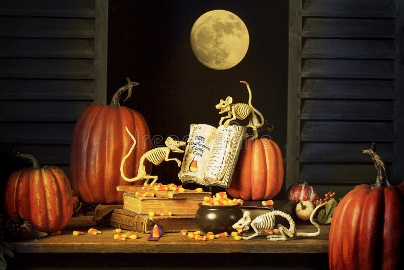 Receita de esqueleto dos ratos de Dia das Bruxas e do milho de doces fotos de stock royalty free