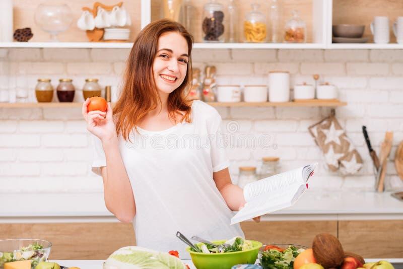 Receita orgânica do vegetariano da nutrição comer saudável foto de stock royalty free