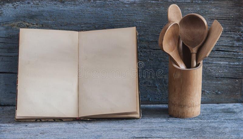 Receita vazia do vintage que cozinha o livro imagens de stock royalty free