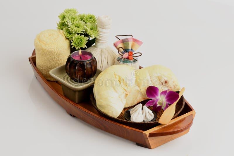 Receitas faciais da máscara da acne com fruto do Durian e carbonato de cálcio fotografia de stock royalty free