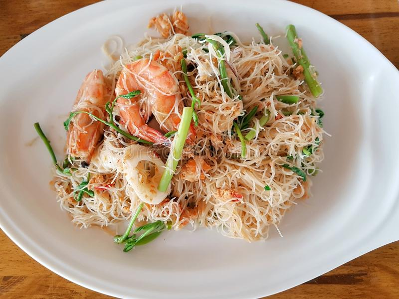 Recentemente alimento cozido de povos tailandeses foto de stock royalty free