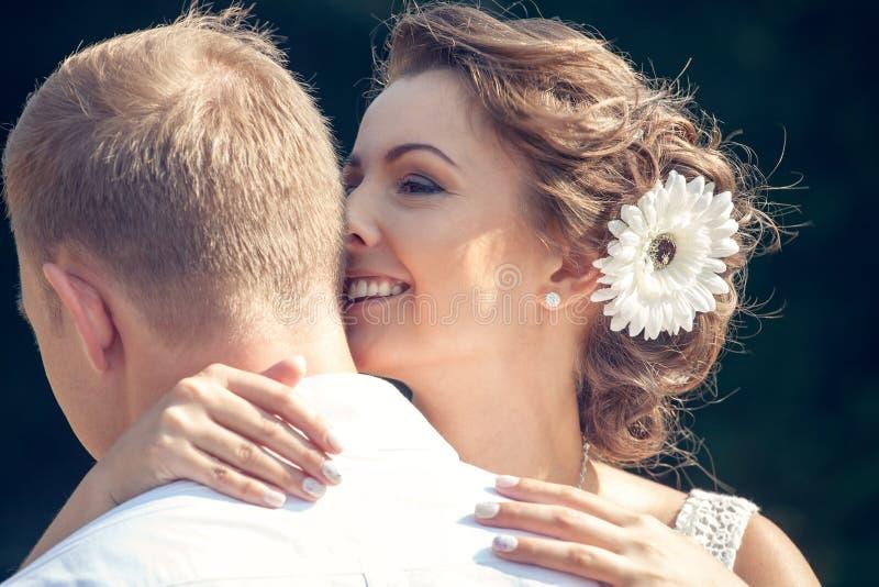Recentemente casal feliz foto de stock