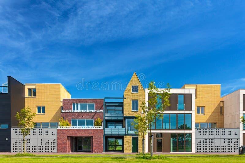 Recentemente case contemporanee di configurazione nei for Case contemporanee