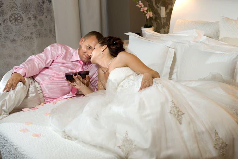 Recentemente coppia sposata fotografie stock