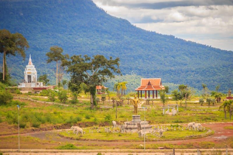 Recentemente costruzione dell'hotel di località di soggiorno del casinò a Chong Arn Ma, valico di frontiera della Tailandese-Camb fotografie stock libere da diritti