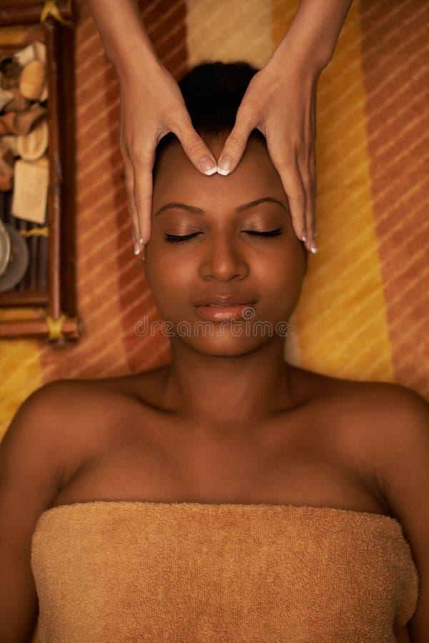 Recepción de masaje de cara foto de archivo libre de regalías