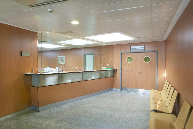 Recepción del hospital y zona de espera imagenes de archivo