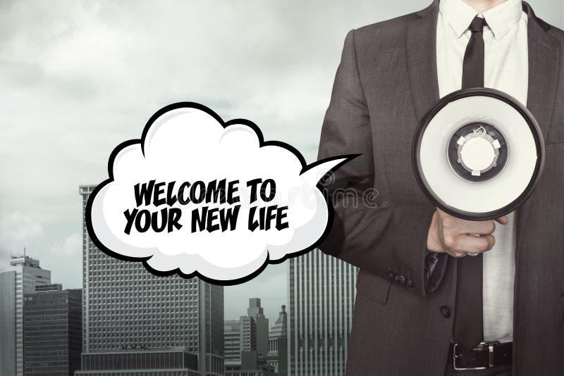 Recepción a su nuevo texto de la vida en burbuja del discurso con el hombre de negocios y el megáfono imagen de archivo