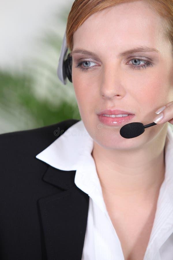 Recepcionista com cabeça-grupo imagem de stock royalty free