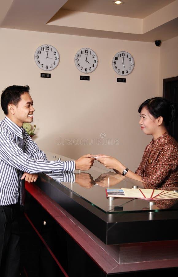 Recepcionista do hotel imagens de stock royalty free