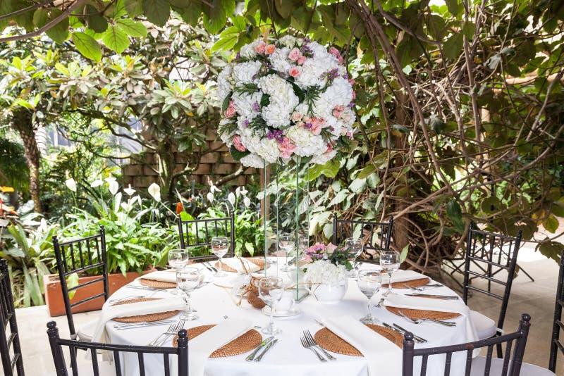 Recepcyjny pokój, dekorujący stół dla przyjęcia obrazy royalty free
