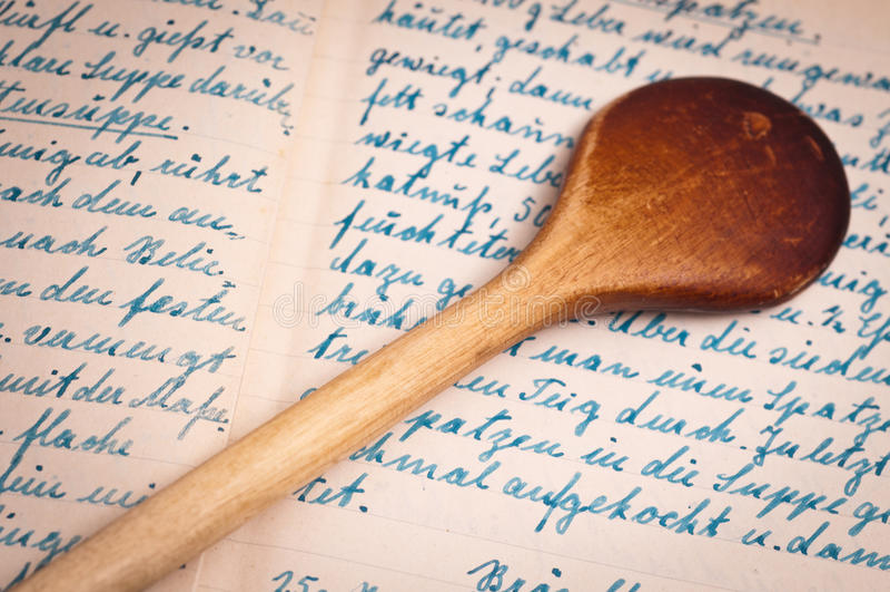 Recept met handschrift en het koken lepel royalty-vrije stock afbeeldingen