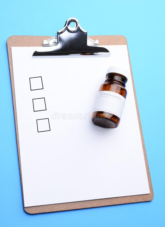 Receptflaska på skrivplattan arkivfoto