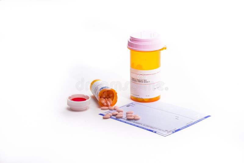 Receptform som täckas i preventivpillerar arkivfoton
