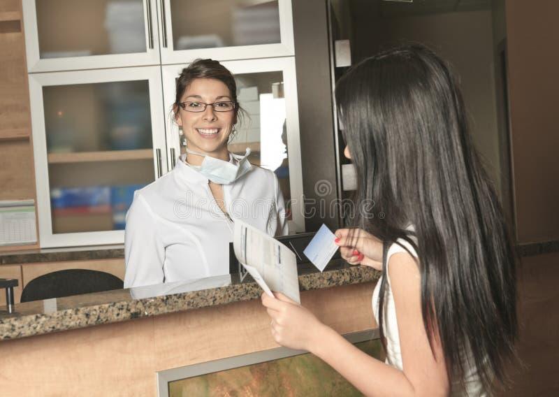 Receptionist dentario Appointment di assistenza fotografia stock libera da diritti