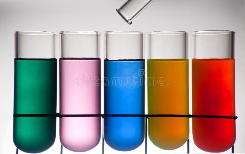 Receptor da química com cor da tinta imagem de stock