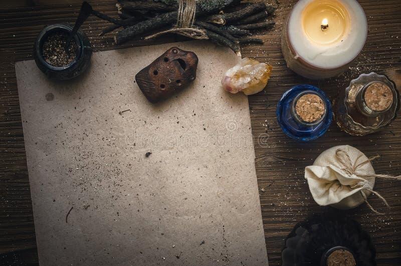 Receptsnirkel för magisk dryck och mellanrums Phytotherapy alternativ växt- medicin shaman druidism arkivfoto