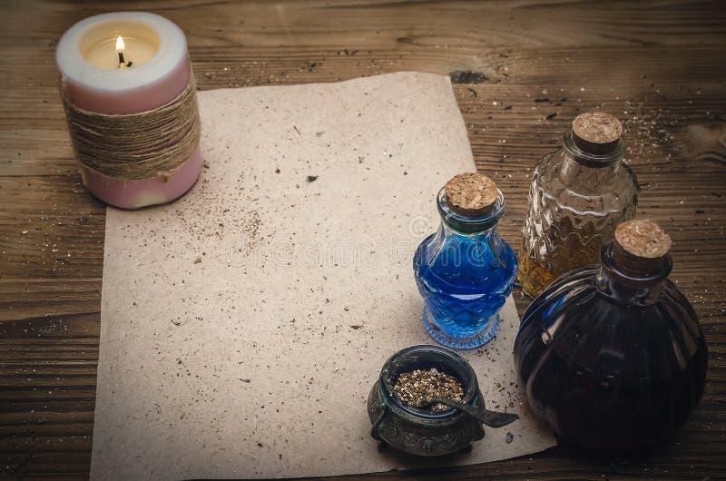 Receptsnirkel för magisk dryck och mellanrums Phytotherapy alternativ växt- medicin shaman druidism arkivbild