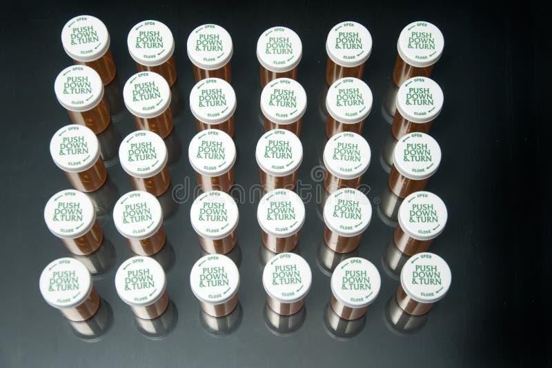 Recepturowy butelki czerni tło i pastylka od wierzchołka zdjęcia royalty free