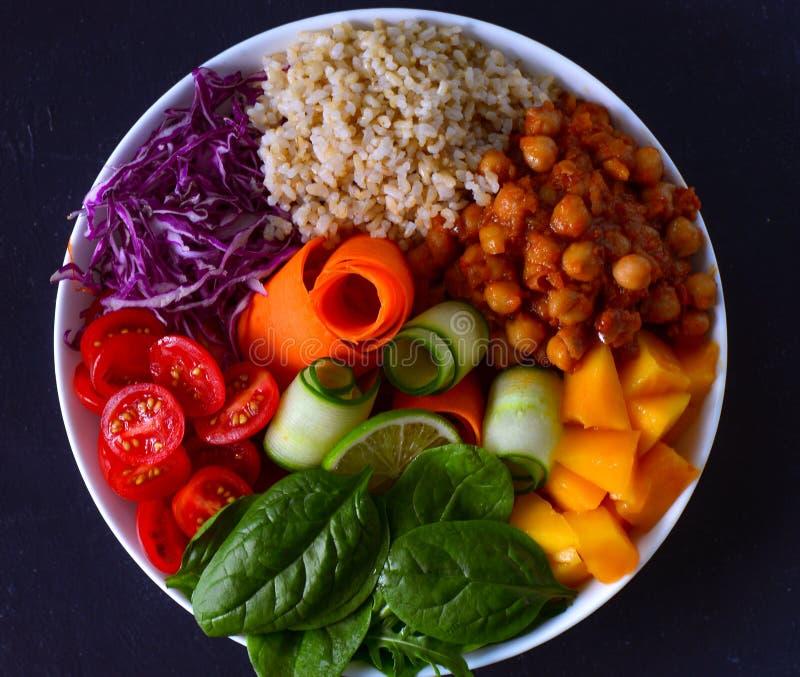 Receta cuenco-limpia del glutenfree del vegano de la consumición de Buda imagenes de archivo