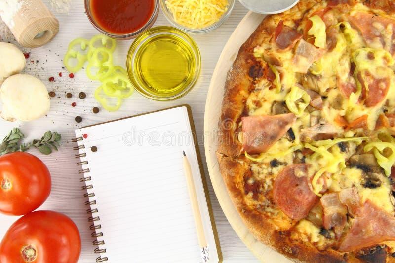 Receta de la pizza foto de archivo