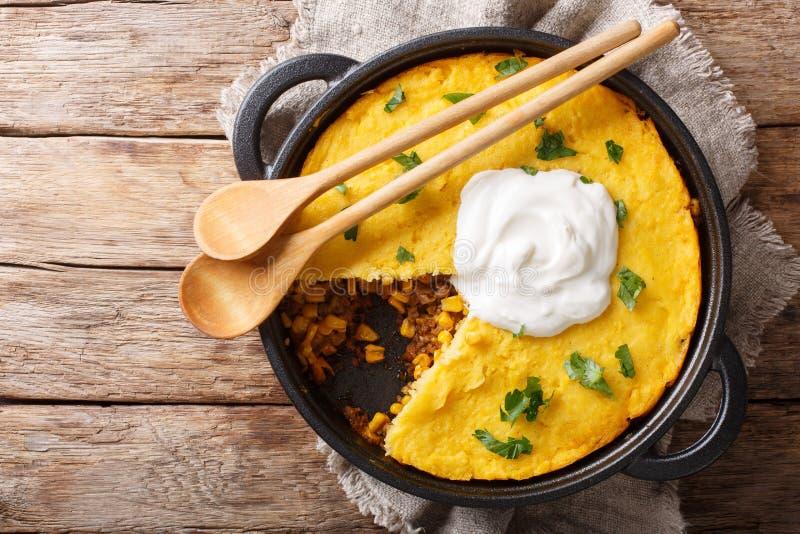 Receta perfecta de la empanada de tamal - el relleno zesty rico de la carne de vaca remat? con el primer mullido del pan de ma?z  fotos de archivo
